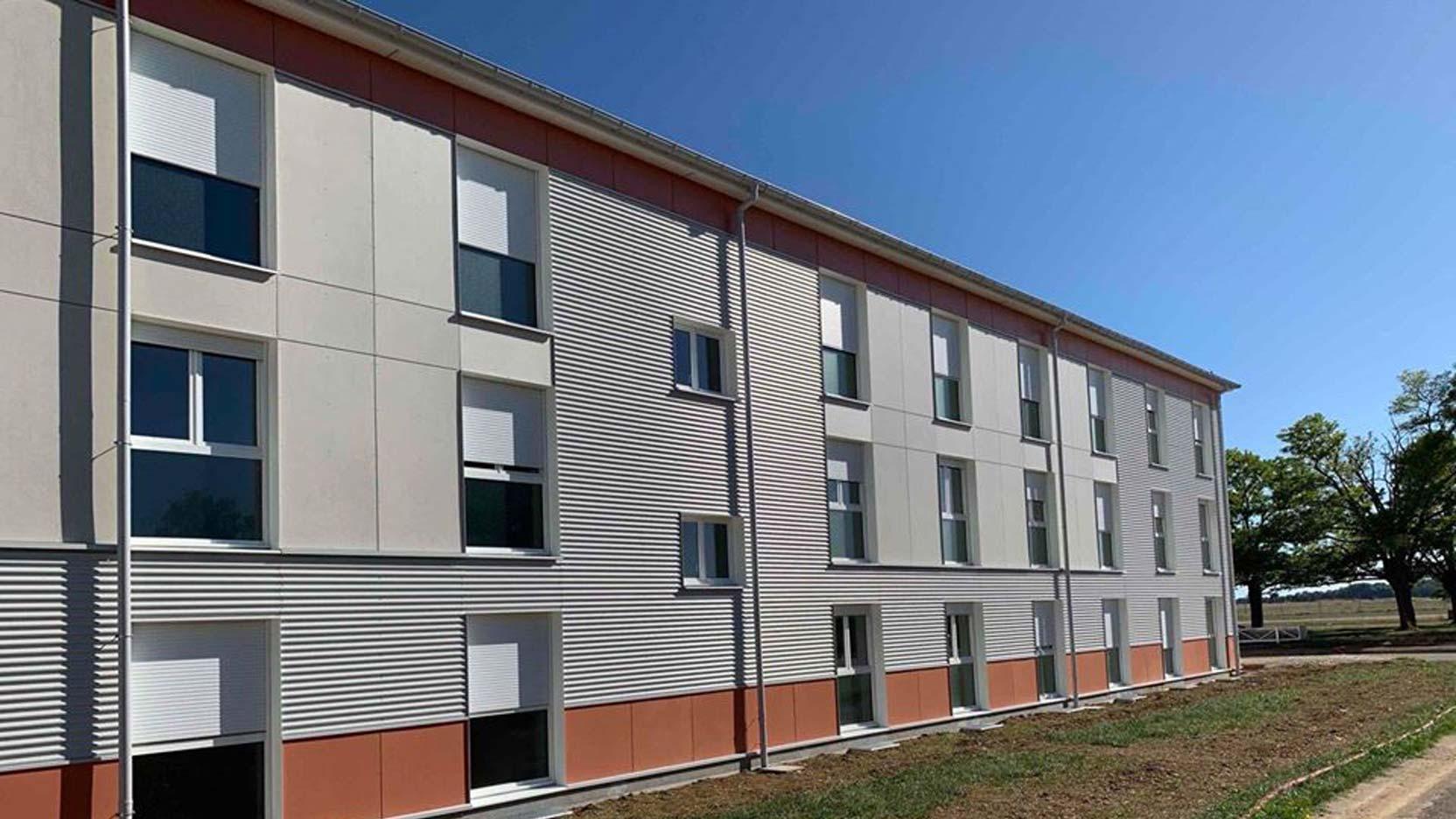 Ossabois a réalisé une extension de l'Ecole de Sous-Officier de Gendarmerie de Dijon-Longvic et 3 bâtiments d'hébergement destinés à accueillir les futurs sous-officiers
