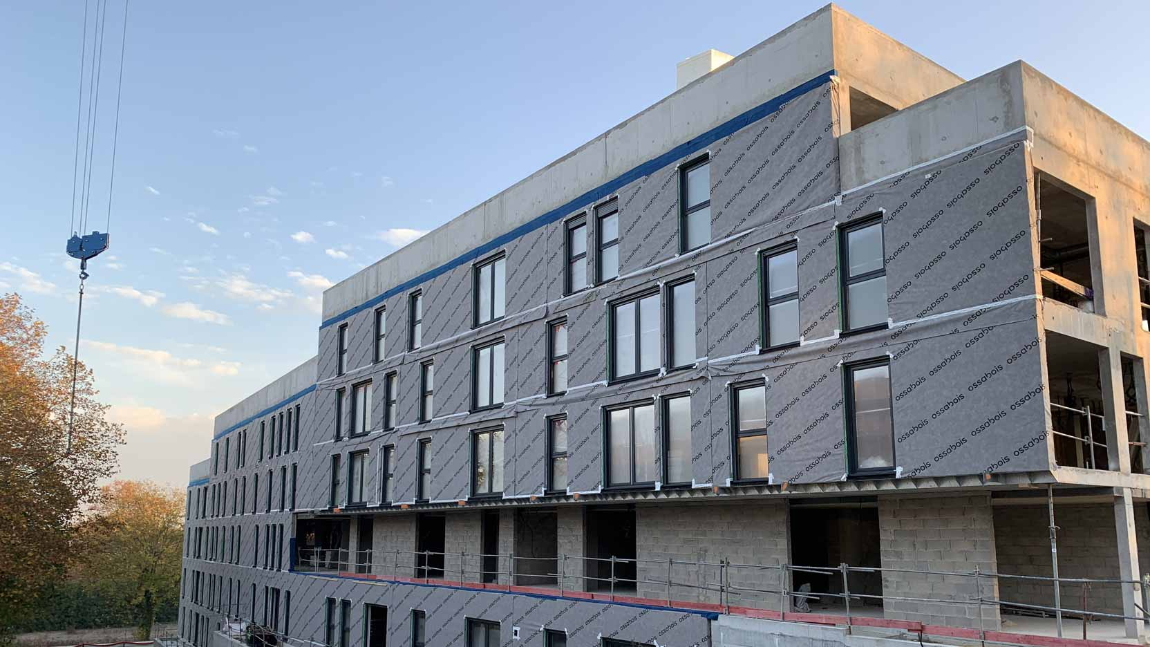 Après l'habillage d'un 1er bâtiment, nous débutons la pose des façades bois d'un second bâtiment à Torcy